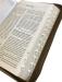 Bibelen – Guds Ord – storskrift – brunt kunstskinn med register og glidelås (2017)