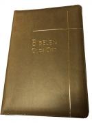 Bibelen – Guds Ord – storskrift – brunt kunstskinn med register og glidelås(2017)